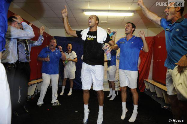 Jo Wilfried Tsonga, Arnaud Clément, Gaël Monfils... l'équipe de France de tennis fête sa victoire aux quarts de finale de la Coupe Davis face à l'Allemagne, le 6 avril 2014 à Nancy