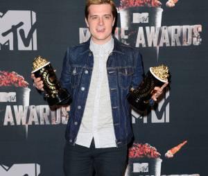 Josh Hutcherson remporte le prix de meilleur acteur et meilleur film pour Hunger Games 2 aux MTV Movie Awards 2014 le 13 avril 2014