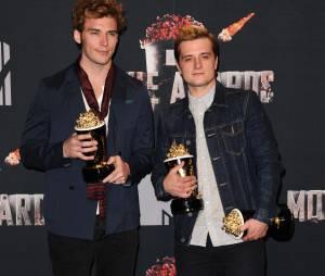 Les acteurs d'Hunger Games Sam Claflin et Josh Hutcherson aux MTV Movie Awards 2014 le 13 avril 2014