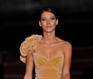Elodie Varlet sexy auDefilé Gala : Quand le cinema rencontre la mode, au Grand Rex, le 19 septembre 2011