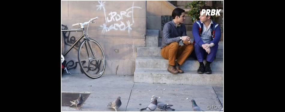 Glee saison 5, épisode 20 : Darren Criss et Chris Colfer sur une photo du final