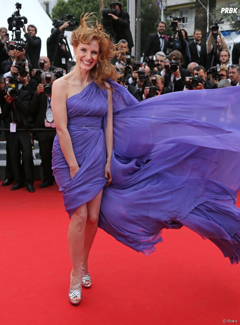 Jessica Chastain face au vent sur le tapis rouge, le 19 mai 2014 à Cannes