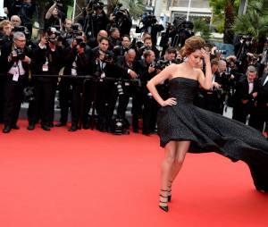 Cheryl Cole prend la pose sur le tapis rouge du festival de Cannes, le 19 mai 2014