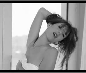 Doria Tillier sexy sous un drap pour parodier le cinéma, le 20 mai 2014 dans Le Grand Journal