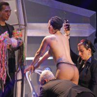 Lady Gaga nue en plein concert... et dans la rue
