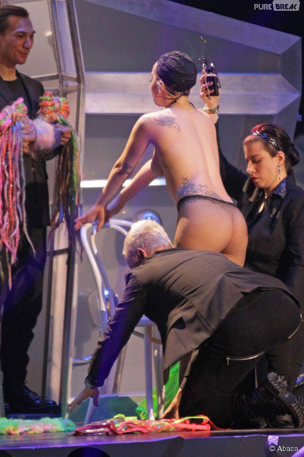 Lady Gaga nue dans les coulisses de son concert au Canada le 22 mai 2014