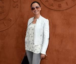 Sandrine Quétier prend la pose au quartier VIP de Roland Garros, le 7 juin 2014