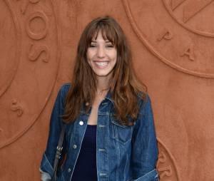 Doria Tillier souriante au quartier VIP de Roland Garros, le 7 juin 2014