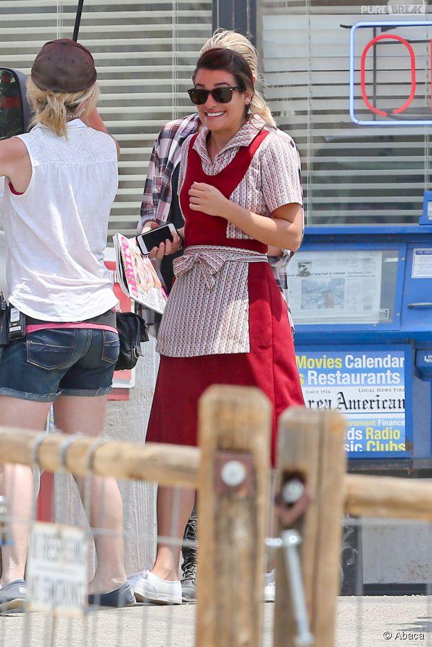 Lea Michele heureuse sur le tournage de l'épisode 6 de la saison 7 de Sons of Anarchy, le 29 juillet 2014 à Los Angeles