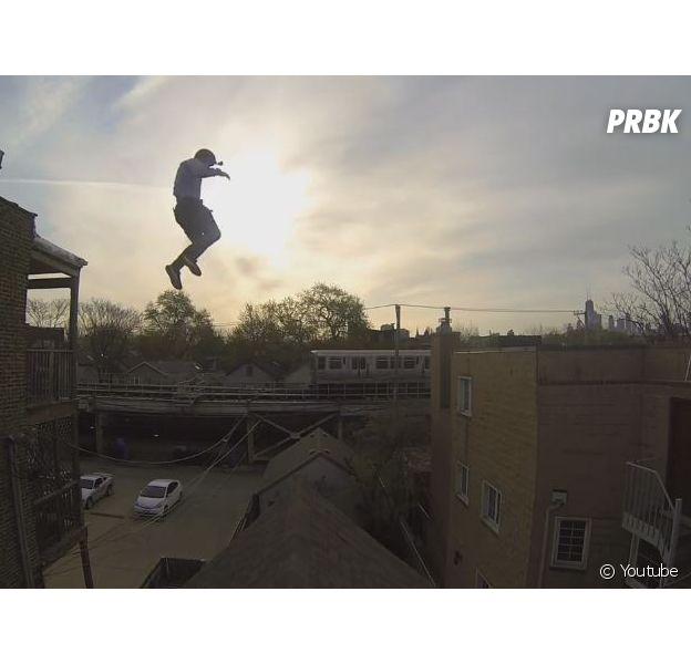 Un jeune homme équipé d'une GoPro saute du toit d'un immeuble : la vidéo impressionnante qui buzze