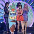 Teen Choice Awards 2014 : Lucy Hale sexy avec sa planche