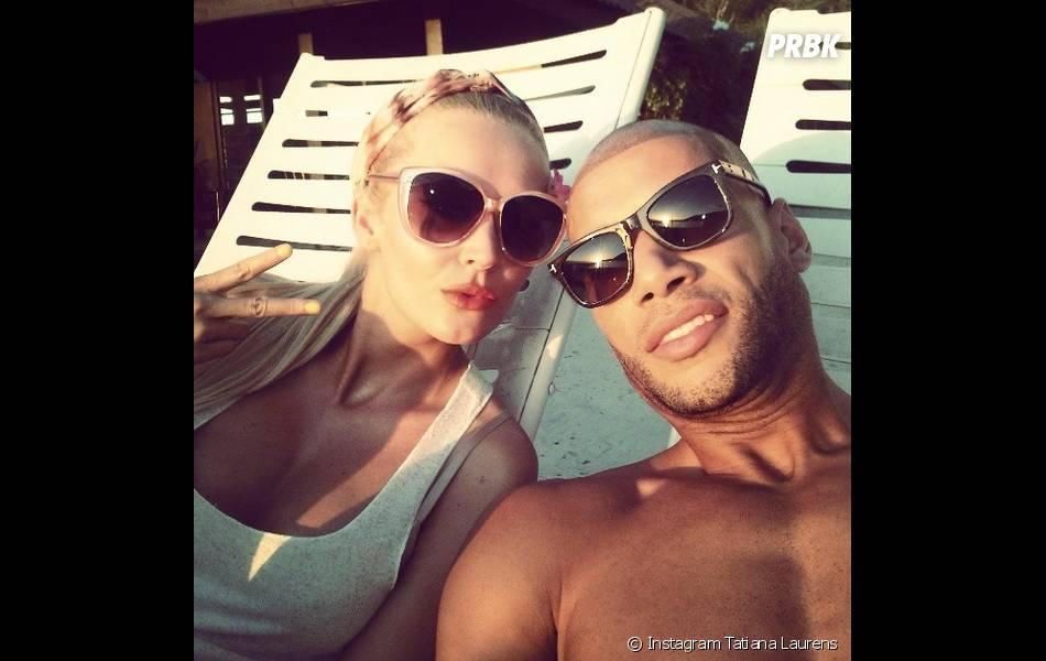 Tatiana Laurens et Xavie Delarue prennent la pose à Tahiti