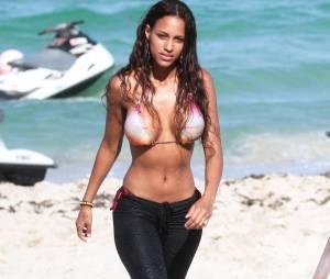 Fanny Neguesha : la fiancée de Mario Balotelli sexy sur le plage de Miami, le 11 juillet 2014