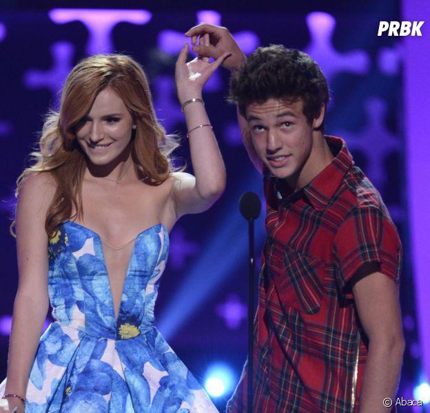 Cameron Dallas en compagnie de Bella Thorne, aux Teen Choice Awards 2014