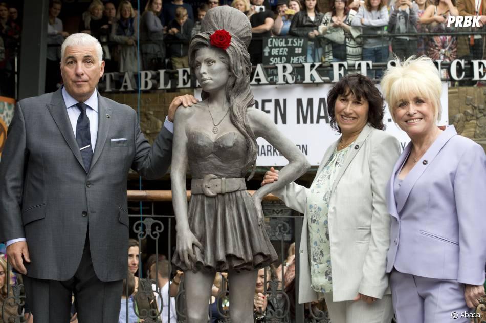 Amy Winehouse : une statue de bronze à Camden