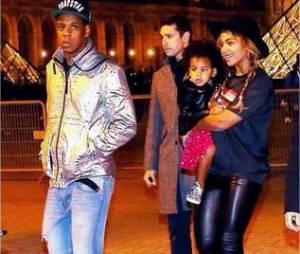 Jay Z, Beyoncé et Blue Ivy après une visite du Musée du Louvre à Paris, le 7 octobre 20104