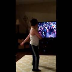 A 8 ans, il maîtrise parfaitement la danse de Patrick Swayze dans Dirty Dancing