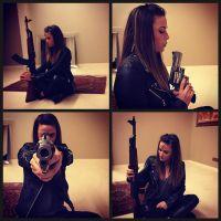 Capucine Anav avec des armes sur Instagram : ses fans déçus