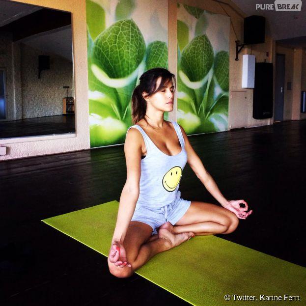Karine Ferri en pleine séance de Yoga sur Twitter, le 18 octobre 2014