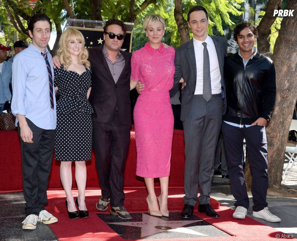 Kaley Cuoco et l'équipe de The Big Bang Theory sur le Walk of Fame le 29 octobre 2014