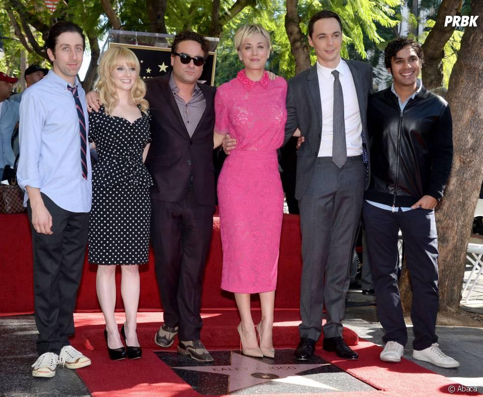 Kaley Cuoco : les acteurs de The Big Bang Theory présent pour la soutenir lors de la réception de son étoile sur le Walk of Fame le 29 octobre 2014
