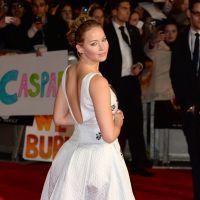 Jennifer Lawrence : deux robes et un décolleté XL pour Hunger Games 3 à Londres