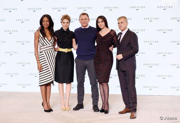 Naomie Harris, Léa Seydoux, Daniel Craig, Monica Bellucci et Christoph Waltz à l'annonce de James Bond 24 le 4 décembre 2014
