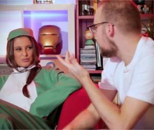 Malika Ménard déguisée en Yoshi pour jouer à Super Smash Bros. for Wii U dans l'émission Bien Ouej ! de Sébastien-Abdelhamid
