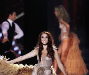Delphine Wespiser : son défilé glam et sexy a convaincu le jury de Miss France 2012