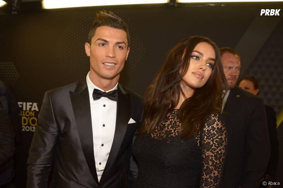 Cristiano Ronaldo et Irina Shayk prennent la pose à la cérémonie du Ballon d'or 2013, le 13 janvier 2014 à Zurich