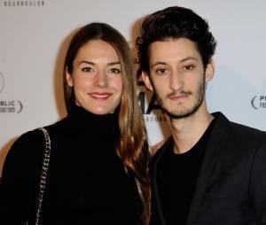 Pierre Niney en couple à l'avant-première de Papa ou Maman, le 26 janvier 2015 à Paris