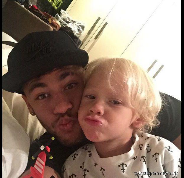 Neymar pose avec son fils sur Instagram, le 2 février 2015