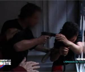 Michaël Youn : il frôle le drame lorsqu'une scène du Morning Live dérape et se fait menacer par une arme, extrait diffusé dans Derrière le poste, le 4 février 2015 sur D8