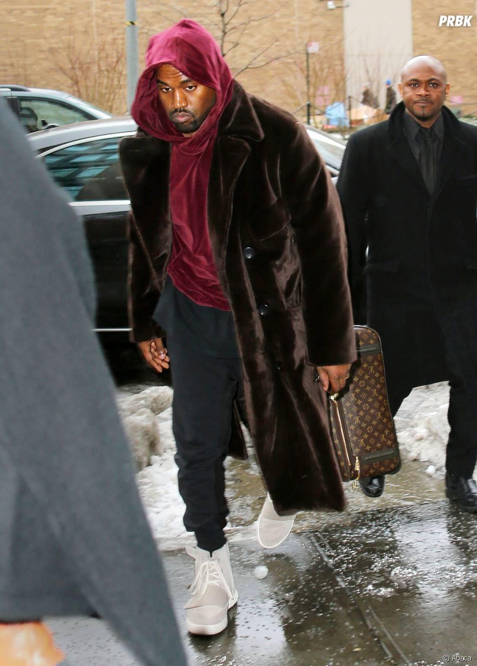 Kanye West et ses sneakers Yeezy 750 Boost x Adidas aux pieds, le 9 février 2015