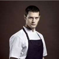 Chefs : Hugo Becker, de Gossip Girl aux cuisines de France 2, zoom sur l'acteur