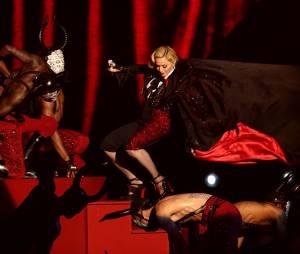 Madonna : chute mémorable aux Brit Awards 2015, le 25 février 2015