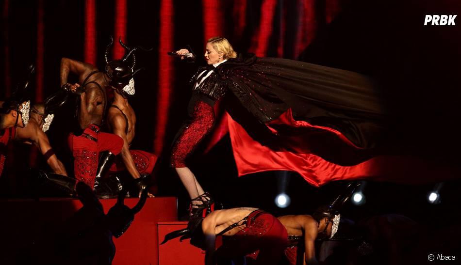 Madonna : prestation sur 'Libing For Love' aux Brit Awards 2015, à Londres, le 25 février