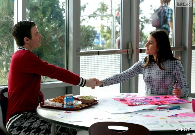 Glee saison 6, épisode 12 : Rachel (Lea Michele) et Kurt (Chris Colfer) dans un flashback en 2009