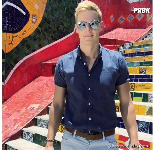 Matthieu Delormeau devant l'escalier Selarón pour le tournage du prime des Anges 7