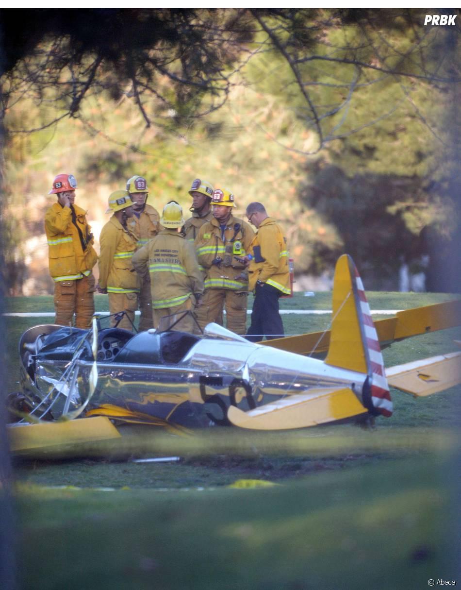 Harrison Ford : les pompiers autour de l'avion dans lequel l'acteur s'est crashé le 5 mars 2015