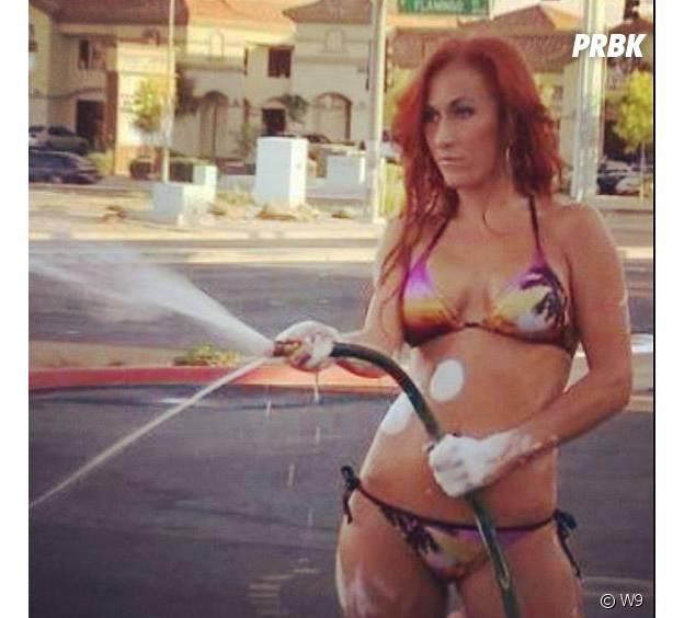 Gaëlle Petit sexy pendant un car wash