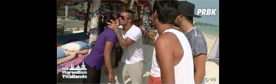 Julien (Les Marseillais en Thaïlande) embrasse une masseuse, dans l'épisode du 2 avril 2015