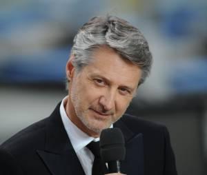 Antoine De Caunes de retour la saison prochaine dans Le Grand Journal ?