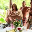 Les Marseillais en Thaïlande : Aurélie, Kim, Jessica, Julien et Paga lors du tournage du clip de Parisa