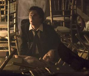 The Vampire Diaries saison 6, épisode 22 : Nina Dobrev et Ian Somerhalder sur une photo