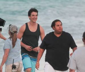 Miles Teller en compagnie de Jonah Hill sur le tournage du film Arms and the Dudes