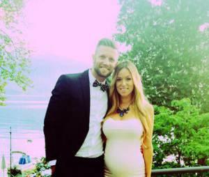 Benjamin Machet dévoile le ventre rond de sa chérie Sarah en mai 2015