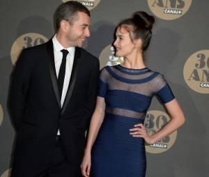Charlotte Le Bon et Ali Baddou en couple à la soirée des 30 ans de Canal Plus
