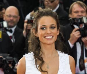 Lucie Lucas décolletée lors de la montée des marches du film Sicario à Cannes le 19 mai 2015