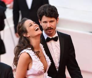 Lucie Lucas rayonnante et sexy lors de la montée des marches du film Sicario à Cannes le 19 mai 2015